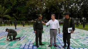 Juan Manuel Santos s'est félicité de la saisie de 12 tonnes de cocaïne, un record historique, le 8 novembre 2017.