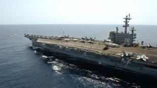 Ảnh tư liệu: Tàu sân bay Mỹ USS Ronald Reagan trong một lần đi qua vùng Biển Đông