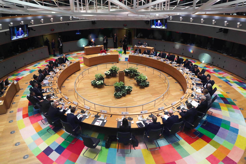 Os líderes da União Europeia se reúnem durante dois dias em Bruxelas para tentar aprovar o plano de recuperação econômico do bloco.