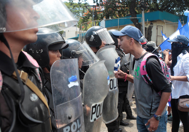 Des jeunes manifestants crient des slogans lors d'une manifestation à Managua, au Nicaragua, le 2 mai 2018. Depuis le 18 avril, la représsion a fait 47 morts.