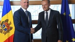 Премьер-министр Молдовы Павел Филип (слева) и председатель Европейского Совета Дональд Туск, 20 июня 2017.