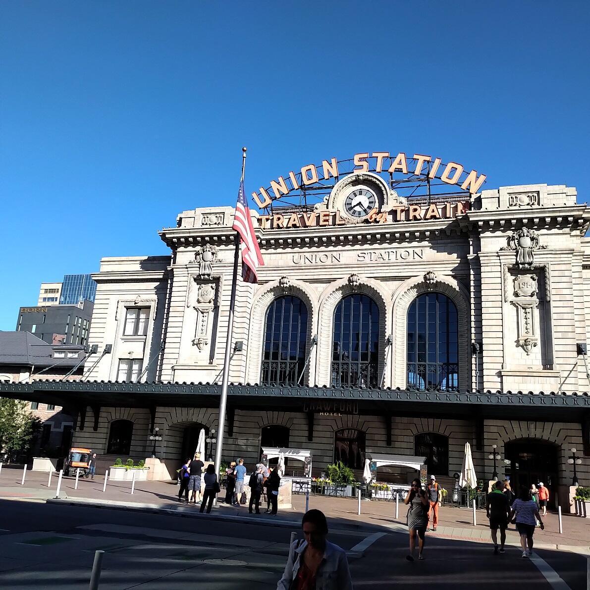 Union Station, la estación ferroviaria de Denver. Allí hay una gran variedad de restaurantes. Denver, Colorado, julio de 2019.