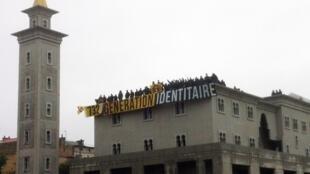 Mesquita de Poitiers, invadida por um grupo de extrema-direita