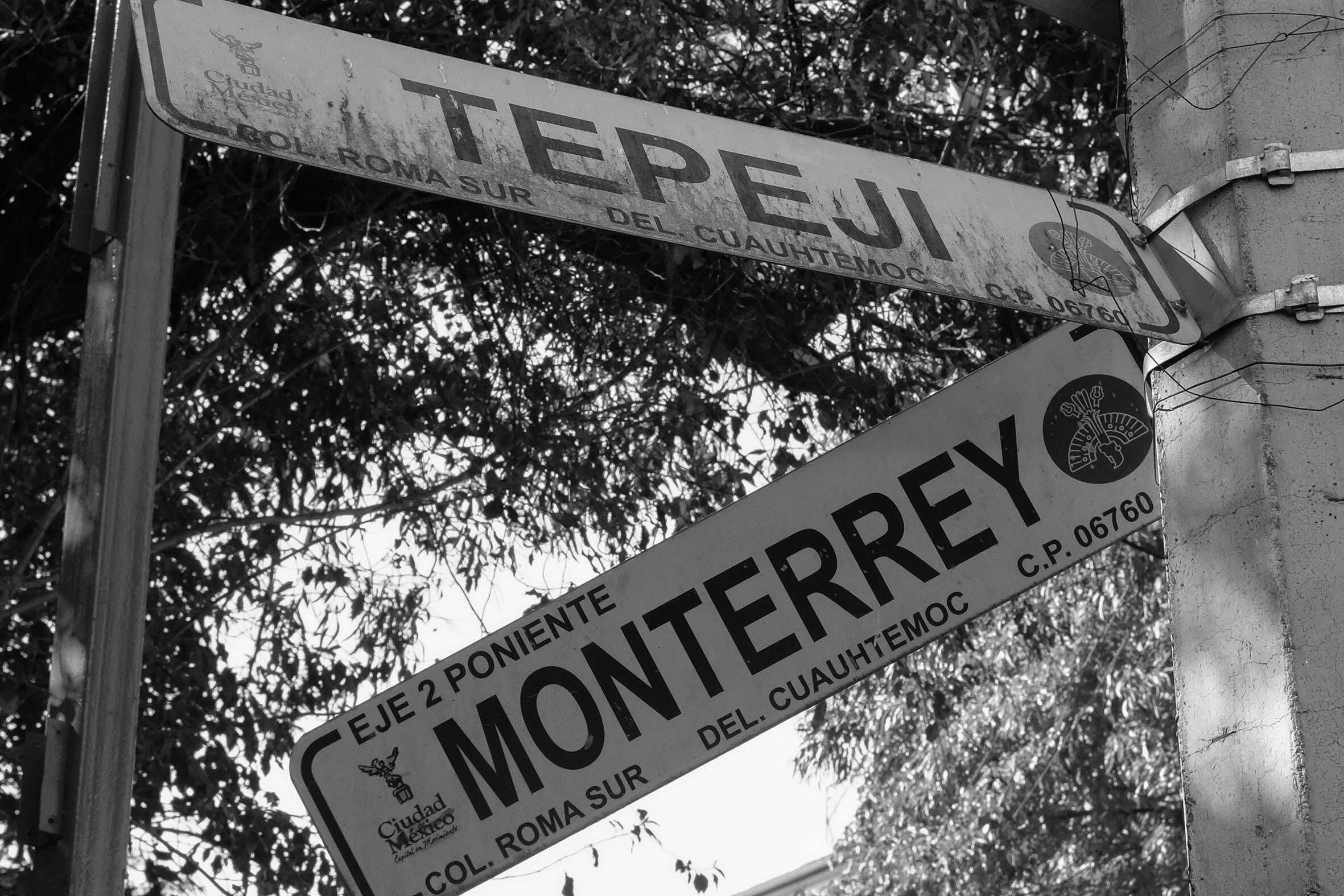 Cruce entre las calles Tepejí y Monterrey.
