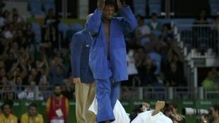 Popole Misenga venceu sua primeira luta contra o indiano Avtar Singh.