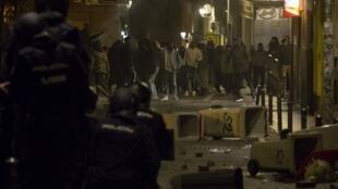 La police espagnole face aux manifestants qui protestent contre la mort du marchand sénégalais. le 16.03.2018