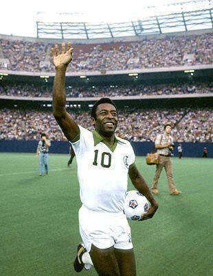 O craque brasileiro Pelé, lenda do futebol mundial