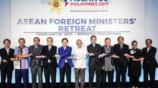 Các Ngoại trưởng ASEAN tại cuộc họp ở Boracay, Philippines ngày 21/02/2017.