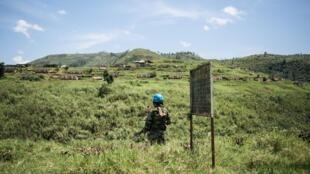 Un casque bleu de la mission des Nations unies au Congo (Monusco), le 11 avril 2019, dans la province du Nord-Kivu où sévissent plusieurs groupes armés.