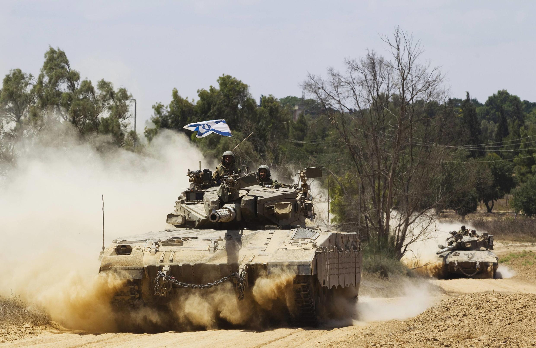 L'artillerie mobile israélienne, à proximité de la frontière avec la bande de Gaza, ce vendredi 18 juillet.