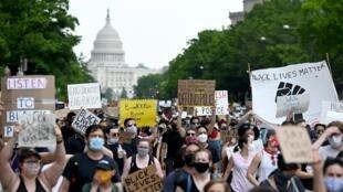 美國華盛頓國會山前的示威人群,2020年6月6日