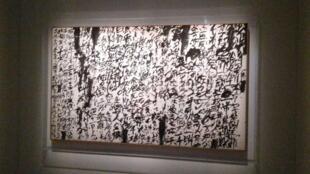 """یکی از معروفترین آثار ضد جنگ """"اینو وِی یو ایچی"""" که در واکنش به بمباران مدرسهای در ترکیه خلق کرد."""