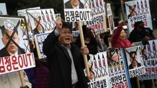 Người dân Hàn Quốc  biểu tình lên án vụ thử hạt nhân của Bình Nhưỡng ngày 12/2/2013
