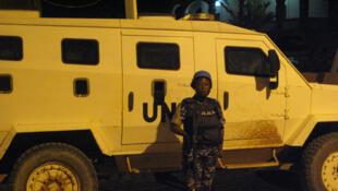 Une patrouille conjointe de la Minusma et des forces maliennes de sécurité dans la ville de Tombouctou, le 23 mars 2016.