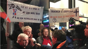 Les habitants de Groningue protestent, mi-janvier 2018, contre l'exploitation à outrance du gisement de gaz qui a entraîné à plusieurs reprises des séismes ayant endommagé des habitations.