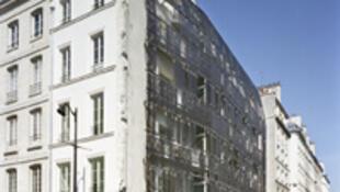 Des logements sociaux dans la rue de Turenne à Paris.