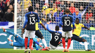France's forward Olivier Giroud shoots and scores a goal during the friendly football match between France and Colombia at the Stade de France, in Saint-Denis, on the outskirts of Paris, on March 23, 2018.