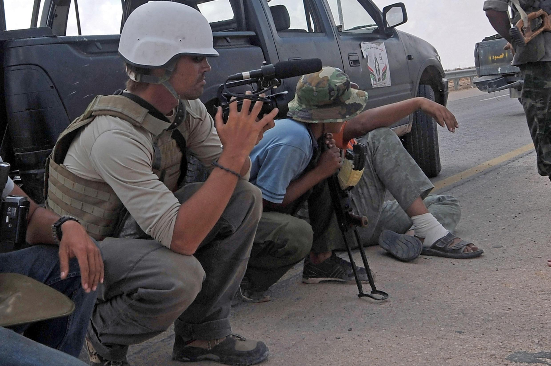 Nhà báo Mỹ James Foley, đang tác nghiệp tại Libya năm 2011.