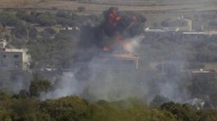 Imagem do dia 7 de novembro mostra explosão ocorrida na pequena cidade síria de Bariga, ao lado da fronteira com Israel.