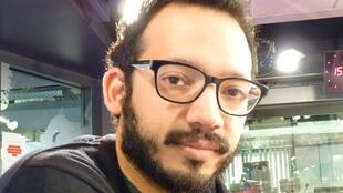 El escritor venezolano Rodrigo Blanco Calderón en los estudios de RFI en París.
