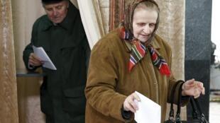 Jour de vote à Minsk, en Biélorussie, dimanche 11 octobre. Les Biélorusses sont appelés à élire leur prochain président.