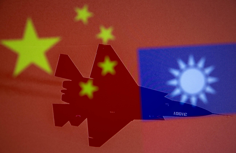 2021-10-02T002225Z_958553351_RC2C1Q9Z17AF_RTRMADP_3_CHINA-TAIWAN