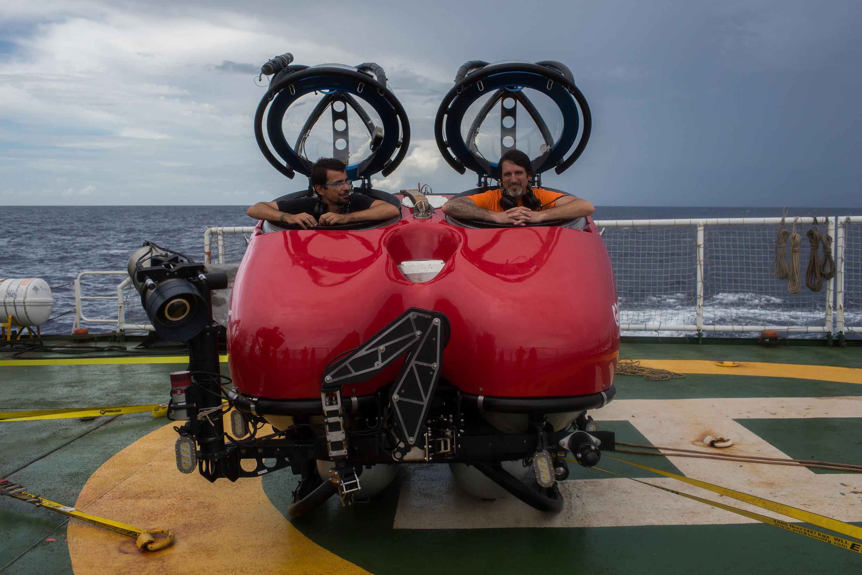 Ronaldo Francini Filho y John Hocevar en el submarino del buque de Greenpeace, MY Esperanza, en el río Amazonas. 23 de enero de 2017.