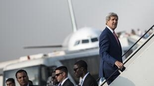 US Secretary of State John Kerry boards his plane in Cairo to head for Paris