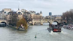 Virus corona khiến Paris vắng bóng du khách Trung Quốc trong những ngày tháng 02/2020.