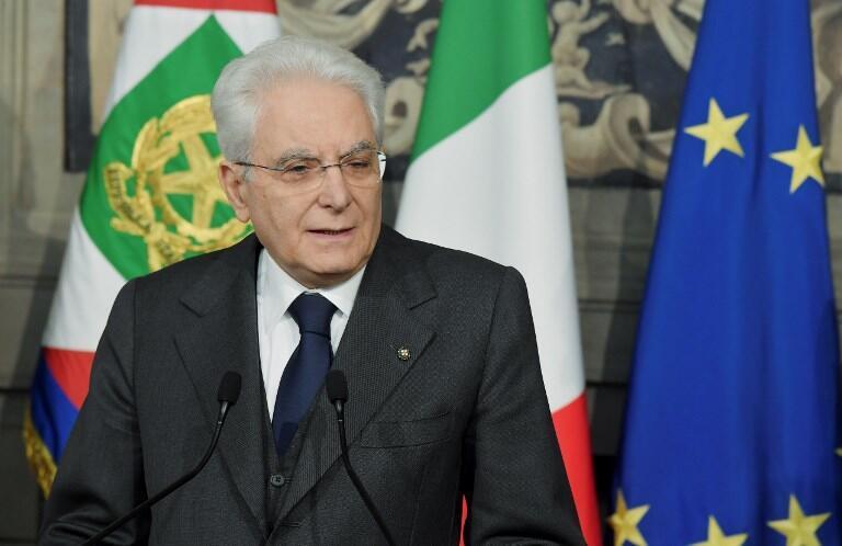 Le président italien Sergio Mattarella (photo) réclame des garanties sur le respect des engagements européens et internationaux. Il veut nommer un véritable chef de gouvernement.