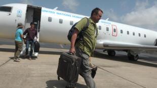 Un avion du Programme alimentaire mondial (PAM) transportant du personnel humanitaire en provenance de Conakry, a atterri samedi après-midi sur le site du corridor humanitaire.