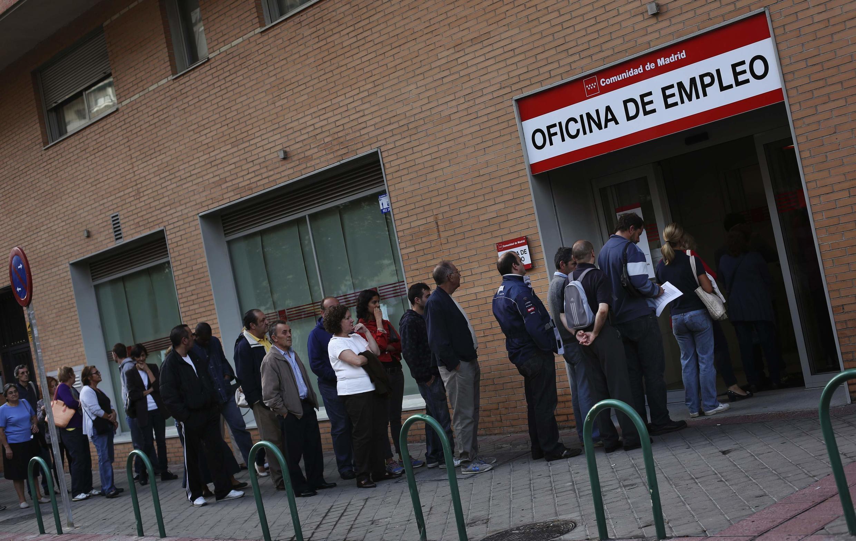 Очередь у агентства по трудоустройству в Мадриде 02/10/2013
