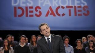 Nicolas Sarkozy  durante o programa de televisão da France 2.