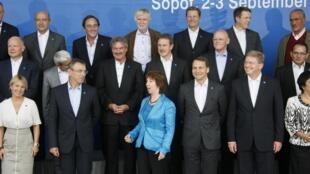 Cathrine Ashton au milieu des ministres européens des Affaires étrangères réunis en Pologne. Sopot, le 02 septembre 2011.