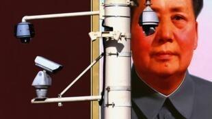 Kiểm soát bằng caméra, giám sát trên mạng, cho điểm...người dân Trung Quốc khó thoát được vòng kiềm tỏa của Nhà nước. Ảnh minh họa: Caméra giám sát trên quảng trường Thiên An Môn.