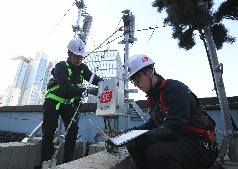 Instalación de antenas 5G en Corea del Sur.