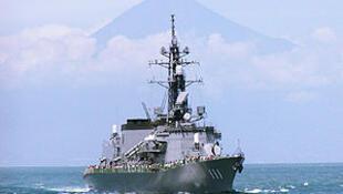 """图为日本自卫队护卫舰""""高波""""号"""