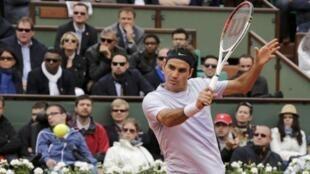 O suíço Roger Federer venceu com facilidade o espanhol Pablo Carreno Busta por 6-2, 6-2, 6-3.