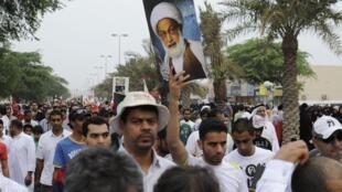 Des milliers de manifestants ont défilé dans les rues de Manama, la capitale de Bahreïn, pour montrer leur opposition au projet d'union saudo-bahreïnien.