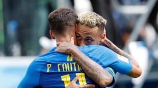 Philippe Coutinho e Neymar fizeram os gols da vitória do Brasil sobre a Costa Rica.
