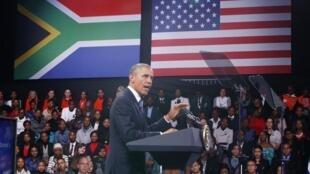 Barack Obama en su encuentro con los jóvenes sudafricanos en el barrio de Soweto, este 29 de junio de 2013