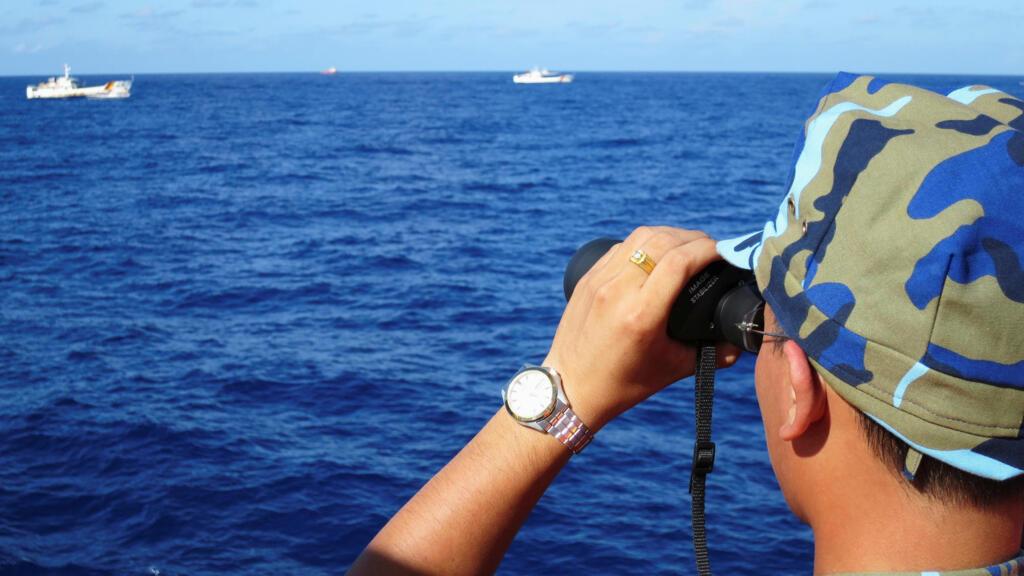Biển Đông : Hai tàu hải cảnh Trung Quốc tiến gần giàn khoan Việt Nam