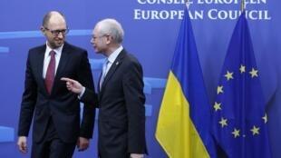 O primeiro-ministro ucraniano, Arseniy Yatsenyuk, foi recebido em Bruxelas pelo presidente do Conselho Europeu, Herman Van Rompuy.