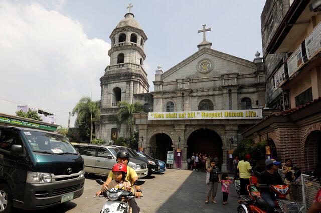 Một nhà thờ Công Giáo Philippines trương khẩu hiệu kêu gọi tôn trọng sự sống, để phản đối chiến dịch chống ma túy giết người hàng loạt của tổng thống Duterte, Manila, 14/03/2017.