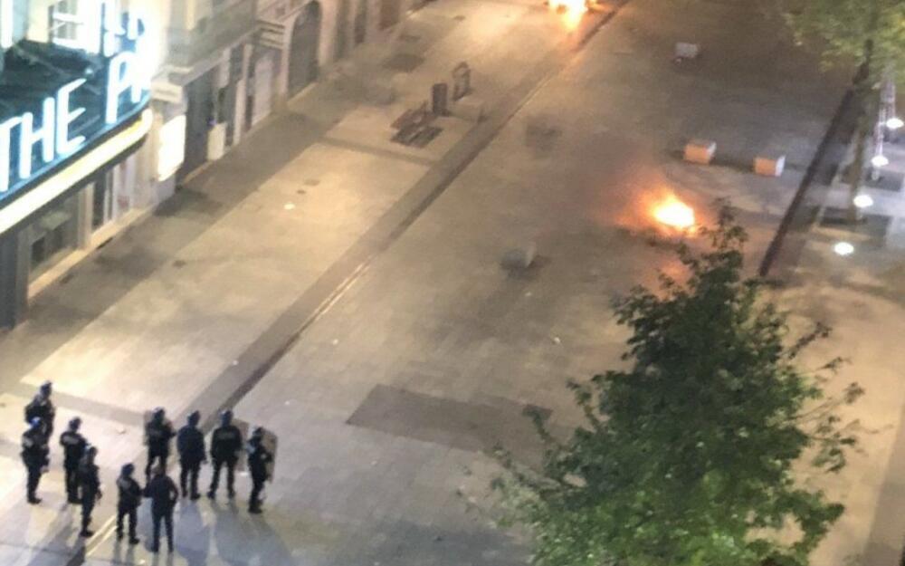 Em Lyon, na praça Bellecour, foram registrados diversos confrontos entre policiais e jovens