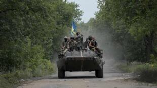 Forças de Kiev avançam no leste da Ucrânia na cidade de Kramatorsk, 18 de julho de 2014.