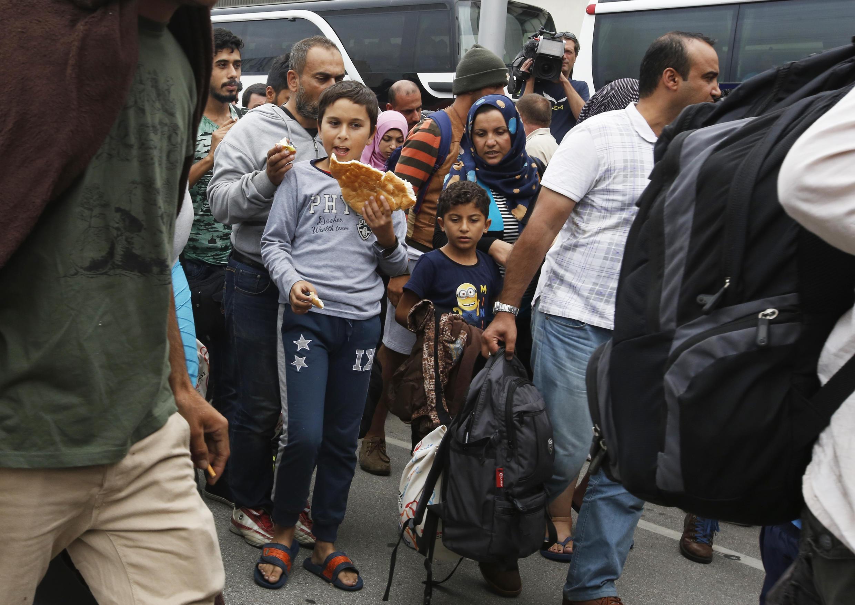 Migrantes, que estavam na Hungria Hongrie, chegaram neste sábado (5) à estação Oeste de Viena.