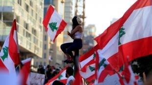 معترضان در خیابانهای لبنان، روز یکشنبه 20 اکتبر 2019