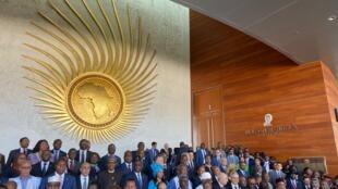 Fotografia de família da União Aficana (ministra guineense Suzi Barbosa de azul no centro) em Addis Abeba a 9 de Fevereiro de 2020.