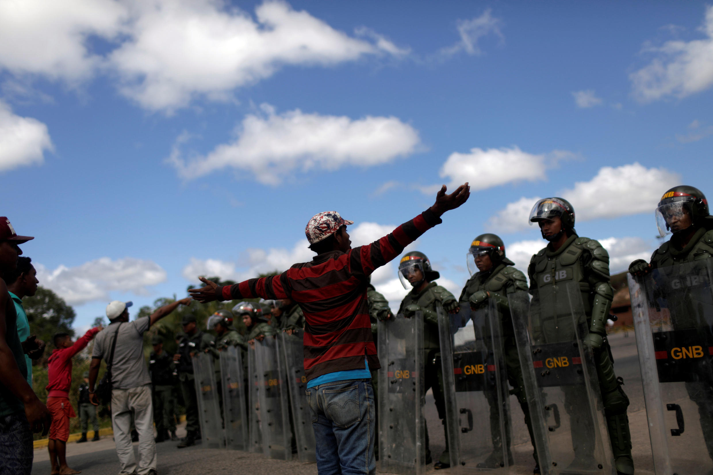 Protesters and Venezuelan military at Pacaraima, Brazil (Venezuelan border), 22 February 2019